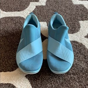 Size 8, Blue Nike Free Connect